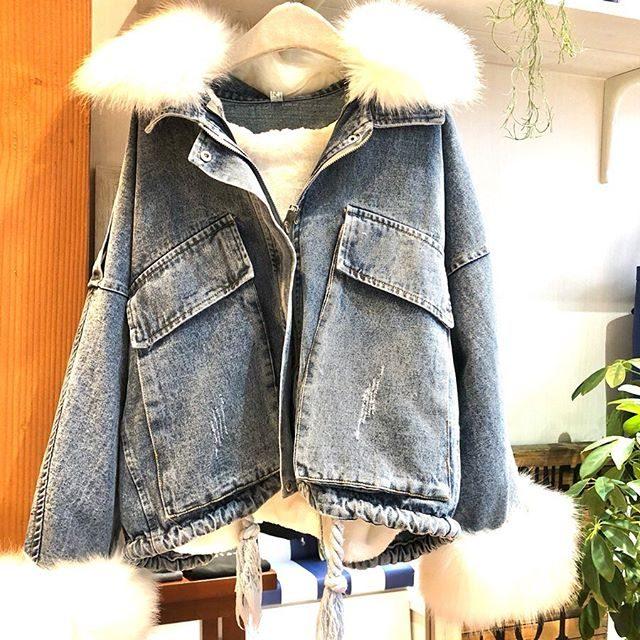 ..寒くなってきたので、ladies'アウターのご紹介です🧥.ファーデニムジャケットファーは全て取り外し可能です..2パターン楽しむ事ができるデニムジャケットです️...1点のみの入荷ですのでお早めに🥰..#群馬#筑縄町#高崎#wardrobe#ワードローブ#fashion #ファッション #coordinate #コーディネート#jewelry #ジュエリー#apparel#アパレル#import#インポート#mens#メンズ#ladies#レディース#kids#キッズ#アイシングクッキー #gift #interior #インテリア#雑貨#セレクト#セレクトショップ#トータルセレクトショップ.カリフォルニアテイストのオシャレで素敵なお店です.wardrobe(ワードローブ)〒370-0075群馬県高崎市筑縄町50-2℡027-388-9860平日11:00〜20:00.姉妹店CROCE(クローチェ)@croce_yt7i℡027-370-2511VIGOR(ヴィゴール)@vigor_yt7i℡027-365-2488