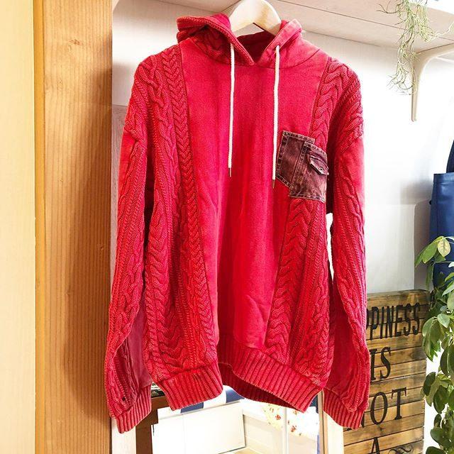 ..men's新商品入荷致しました️.ケーブル柄ジャガードニットパーカー🧶色は人気カラーの赤が入荷です.胸ポケットはデニムが加工されていて、全体的にヴィンテージ加工を施しております️..SALE対象商品です...#群馬#筑縄町#高崎#wardrobe#ワードローブ#fashion #ファッション #coordinate #コーディネート#jewelry #ジュエリー#apparel#アパレル#import#インポート#mens#メンズ#ladies#レディース#kids#キッズ#アイシングクッキー #gift #interior #インテリア#雑貨#セレクト#セレクトショップ#トータルセレクトショップ.カリフォルニアテイストのオシャレで素敵なお店です.wardrobe(ワードローブ)〒370-0075群馬県高崎市筑縄町50-2℡027-388-9860平日11:00〜20:00.姉妹店CROCE(クローチェ)@croce_yt7i℡027-370-2511VIGOR(ヴィゴール)@vigor_yt7i℡027-365-2488