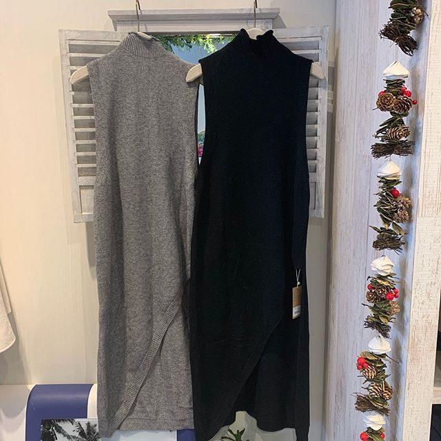 リバーシブル ノースリーブロングワンピニット・・前後どちらでも着用できます♬・片側の裾が斜めにカットされていて、下に合わせる洋服次第でお洒落な着こなしが可能です・・パンツや、ロングスカートなど色んな組み合わせで楽しんでみてはいかがでしょうか️・・・#群馬#筑縄町#高崎#wardrobe#ワードローブ#fashion #ファッション #coordinate #コーディネート#jewelry #ジュエリー#apparel#アパレル#import#インポート#mens#メンズ#ladies#レディース#kids#キッズ#アイシングクッキー #gift #interior #インテリア#雑貨#セレクト#セレクトショップ#トータルセレクトショップ.カリフォルニアテイストのオシャレで素敵なお店です.wardrobe(ワードローブ)〒370-0075群馬県高崎市筑縄町50-2℡027-388-9860平日11:00〜20:00.姉妹店CROCE(クローチェ)@croce_yt7i℡027-370-2511VIGOR(ヴィゴール)@vigor_yt7i℡027-365-2488