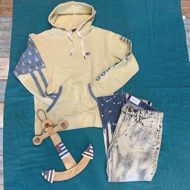 ・・男女兼用スタイル👬👭・・カジュアルアメリカンプルパーカーです♬左右デザインが違うデニム加工されていて、他に差が付くお洒落スェットです・・サイズは、M、Lとございます♬ペアでご着用してみてはいかがでしょうか️・・・#群馬#筑縄町#高崎#wardrobe#ワードローブ#fashion #ファッション #coordinate #コーディネート#jewelry #ジュエリー#apparel#アパレル#import#インポート#mens#メンズ#ladies#レディース#kids#キッズ#アイシングクッキー #gift #interior #インテリア#雑貨#セレクト#セレクトショップ#トータルセレクトショップ.カリフォルニアテイストのオシャレで素敵なお店です.wardrobe(ワードローブ)〒370-0075群馬県高崎市筑縄町50-2℡027-388-9860平日11:00〜20:00.姉妹店CROCE(クローチェ)@croce_yt7i℡027-370-2511VIGOR(ヴィゴール)@vigor_yt7i℡027-365-2488